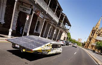 ابتكار سيارة بريطانية تعمل بالطاقة الشمسية للمشاركة في سباق رالي 2017 بأستراليا
