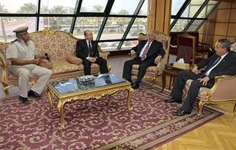 استجابة لشكاوى الملاك.. إسماعيل طه يبحث إعادة تثمين 125 فدانًا مجاورة لميناء دمياط