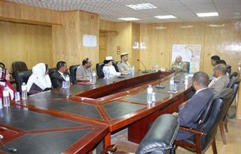 بالصور.. مدير أمن أسوان يعقد اجتماعًا مع مؤسسات وجمعيات حقوق الإنسان