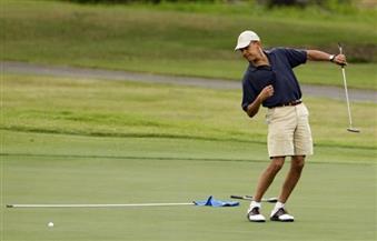في مباراة نادرة.. أوباما يلعب الجولف بعد عودته من جولة آسيوية