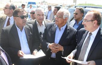"""وزير النقل يتفقد الموقع المقترح لمحور """"عدلي منصور"""" في بني سويف"""