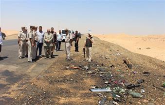 بالصور.. مدير أمن أسوان يتفقد موقع حادث تصادم سيارتين