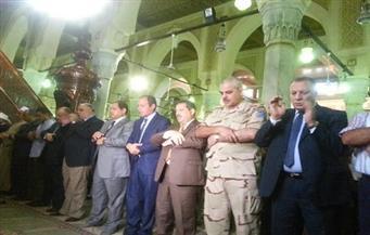 """محافظ الغربية ومدير الأمن يؤديان صلاة عيد الأضحى فى مسجد """" السيد البدوى"""" بطنطا"""