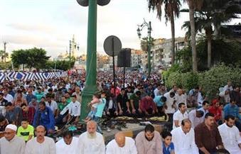 بالصور.. الآلاف يؤدون صلان العيد في دمياط وسط إجراءات أمنية مشددة