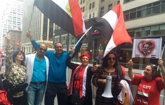 بالفيديو.. المئات من أبناء الجالية المصرية في نيويورك يحتشدون لتحية الرئيس السيسي