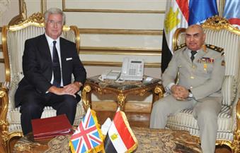 صدقي صبحي يستقبل وزير الدفاع البريطاني لإجراء مباحثات على صعيد التعاون العسكري والأمني
