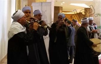 التنورة والمزمار في استقبال ضيوف مهرجان الفلكلور والتراث الدولي بالغردقة