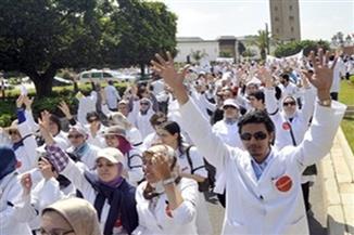 """""""الأطباء"""" تنتصر في معركة بدل العدوى.. الحكومة تشكل لجنة لبحث آليات تنفيذ الحكم وحصر أعداد المستفيدين"""