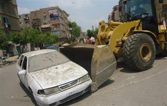 """""""حى السلام"""" يزيل السيارات المتهالكة من الشوارع لعدم استخدامها في أعمال تخريبية"""