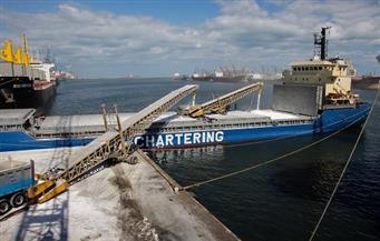 للمرة الأولى بميناء دمياط.. تحميل سفينة بـ7 آلاف طن يوريا من رصيف غير مخصص لهذا الغرض
