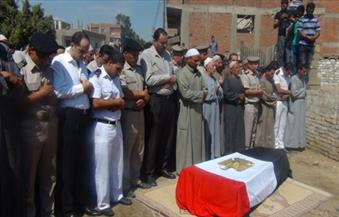"""بالصور.. المئات من أهالي قرية """"سلامون"""" بالمنوفية يُشيعون شهيد الهجوم الإرهابي بالسبتية"""