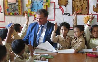 """بالصور.. وكيل """"تعليم الفيوم"""" يحيل مدير مدرسة للتحقيق بسبب الإهمال"""