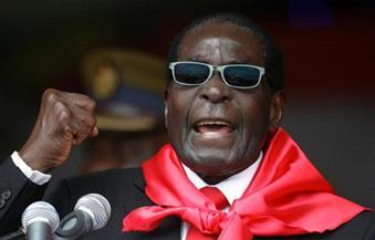 """رئيس زيمبابوي يسخر من شائعات تدهور حالته الصحية: """"مت وبعثت حياً من جديد"""""""