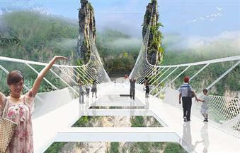 بعد أيام من تفاخر إسرائيل بصناعته.. الصين تُغلق جسرًا زجاجيًا للمشاة بسبب وجود شروخ وتصدعات