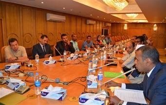 محافظ قنا يعقد اجتماع المجلس التنفيذي لحصر أراضي الدولة وضبط الأسعار