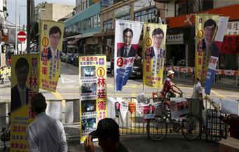 المرشحون المؤيدون للديمقراطية يحققون تقدما في انتخابات هونج كونج