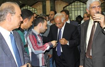 بالصور.. خلال جولته بمحطة سكك حديد مصر وزير النقل يطمئن على توافر تذاكر قطارات العيد