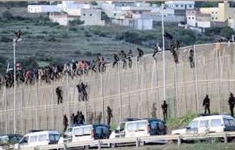 أكثر من ألف مهاجر يحاولون اقتحام السياج بين المغرب وسبتة الإسبانية
