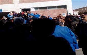 """بالصور.. إضراب عمال مصنع """"كوفرتينا"""" وتوقف الإنتاج لليوم العاشر بالعبور"""