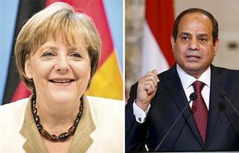 """الرئيس السيسي وميركل يتبادلان وجهات النظر بشأن تطورات القضية الليبية في ضوء الرعاية المصرية لـ""""إعلان القاهرة"""""""