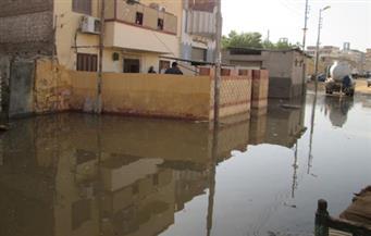 بالصور.. غرق منطقة بركة الدماس بأسوان بمياه الصرف الصحي بسبب انقطاع الكهرباء