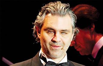 الفنان الإيطالي بوتشيلي يبهر جمهور مهرجان شتاء طنطورة بالسعودية