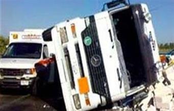 """انقلاب سيارة نقل محملة بـ60 طن قمح على طريق """"القاهرة - أسيوط"""" الغربي"""