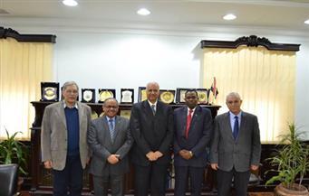 بالصور.. رئيس جامعة الإسكندرية يبحث مع السفير التنزاني التعاون المشترك