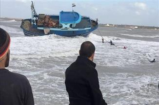 """بالصور.. إنقاذ مركب من الغرق في """"بوغاز رشيد"""""""