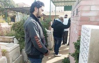 بالصور.. العشرات يحيون ذكرى شيماء الصباغ بوضع الزهور على قبرها بالإسكندرية