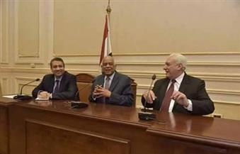 بالصور.. رئيس اللجنة الدينية بمجلس النواب يناقش أزمة صناع الأثاث