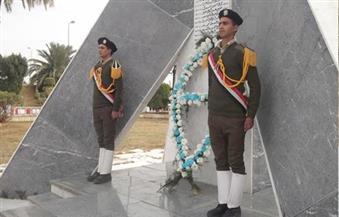 """بالصور..""""سامي"""" و""""قاسم"""" يضعان إكليل الزهور على النصب التذكاري للشرطة بالفيوم"""