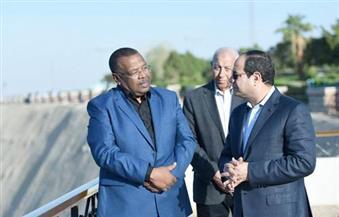 بالصور.. الرئيس يتفقد عناصر تأمين السد العالي أثناء جولة صباحية بأسوان