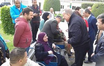 بالصور.. محافظ الجيزة يقرر صرف إعانات فورية لعدد من ذوي الاحتياجات الخاصة
