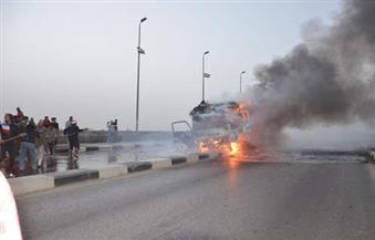 """احتراق سيارة """"ميكروباص"""" على كورنيش الإسكندرية والنيران تمتد لـ3 سيارات أخرى"""