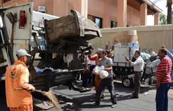محافظ السويس يبحث تطبيق منظومة جمع القمامة من المنازل