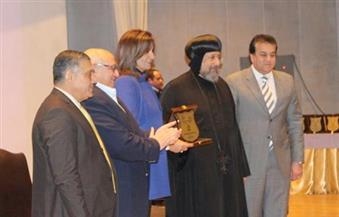 """وزيرة """"الهجرة"""" تتسلم درع جامعة عين شمس في احتفالية الوحدة الوطنية"""