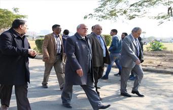 """بالصور.. رئيس جامعة طنطا يتابع سير الامتحانات بـ""""الآداب"""" و""""الحقوق"""""""