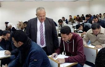 """بالصور.. نائب رئيس جامعة القاهرة يتفقد امتحانات""""التعليم المفتوح"""""""