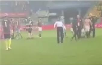 """بالفيديو.. مدرب المنتخب المغربي ينحني احترامًا لـ""""الحضري"""" بروح رياضية عالية"""