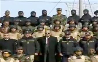 بالفيديو.. السيسي يرفض المغادرة ويطلب حضور رئيس الوزراء لالتقاط صورة تذكارية مع رجال القوات الخاصة