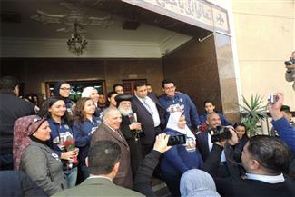 بالصور.. وفد من أبناء شهداء ومصابي ضباط الشرطة يقدمون التهاني لكنيسة العذراء مريم