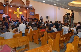 أقباط بنى مزار يؤدون أولى صلواتهم بالكنيسة الإنجيلية بعد ترميمها بالمنيا
