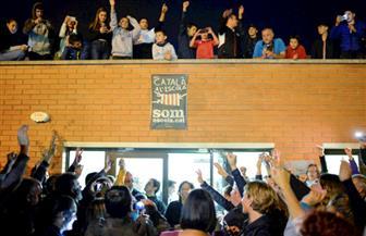 في الذكرى الأولى لاستفتاء تقرير المصير.. ناشطون انفصاليون يغلقون طرقا ومسار قطار سريع في كاتالونيا