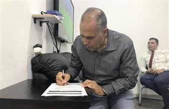 """أحمد الشناوي يوقع استمارة حملة """"علشان تبنيها"""""""