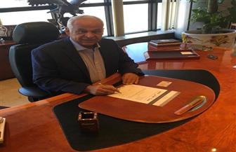 """فرج عامر يوقع استمارة """"علشان تبنيها"""" لدعم ترشح الرئيس السيسي لفترة ثانية"""