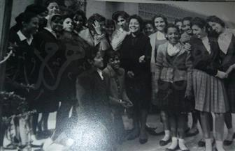 """قبل أكثر من 50 عامًا على شيوع """"الجينز"""".. شاهد زي طالبات الجامعة والمدارس المصرية في ألبوم صور نادر"""