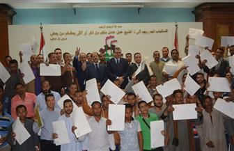تسليم 114 عاملًا عقود عمل بالخليج.. وسعفان يؤكد: العامل المصري الأفضل على مستوى العالم