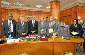 وزير التنمية المحلية يُكرم 5 من قيادات الإدارة المحلية  ببورسعيد | صور