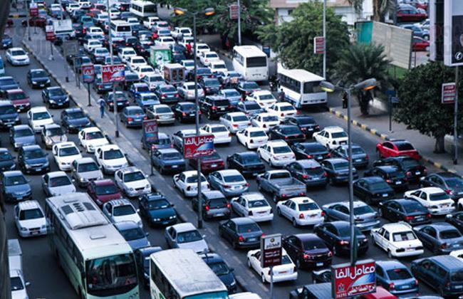 النشرة المرورية: كثافات عالية في ساعة الذروة الصباحية بالقاهرة والجيزة -